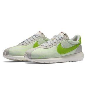 Nike Women's Roshe LD-1000 Platinum Shoes